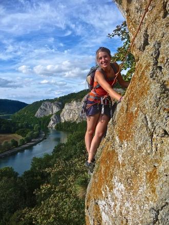 <h5>Thalia Natsoulis</h5><p>Etudiante en psychologie à l'ULB<br>Monitrice (Brevet Anim SAE)<br>Adore grimper en falaise et s'entraîner dur à Stone Age :-)</p>